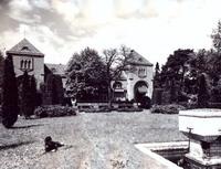 Blick aus dem Hoetger-Garten zum damaligen Brunnenhof um 1918
