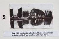 Das 1905 entstandene Fachwerkhaus mit Veranda und dem seitlich vorhandenen kleinen Hafen